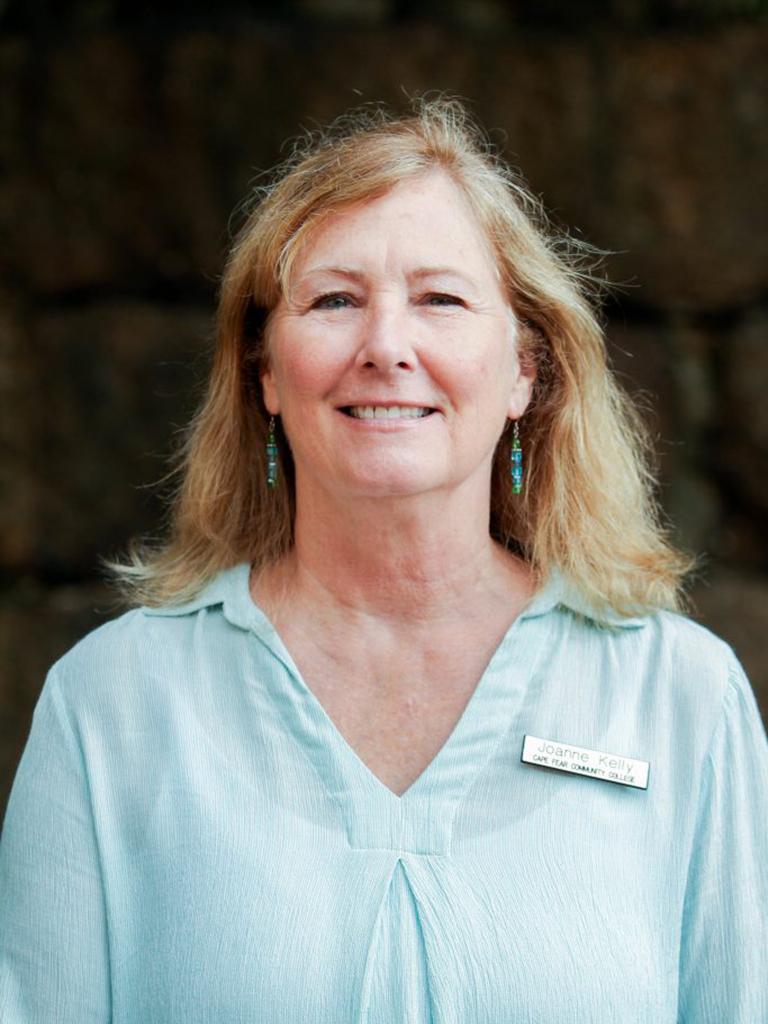 Joanne Kelly headshot